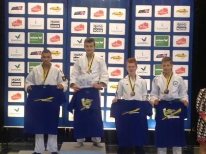Max van der Heijden (2e van rechts)